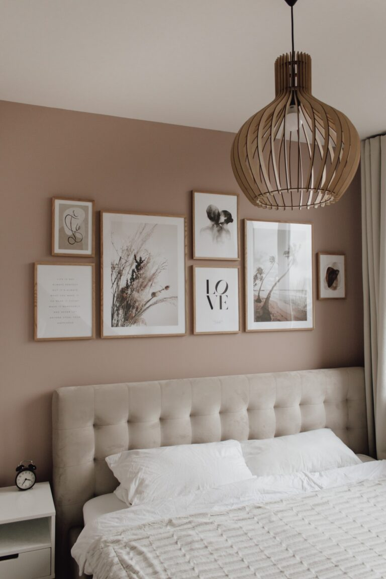Dusty Pink Bedroom and Decor Inspiration - IMAGE via A Classy Mess, feat. paint color 'Cameo 50' from Caparol.