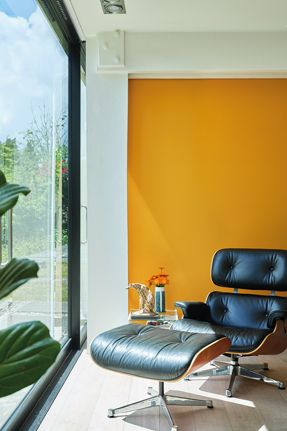 30+ Inspiring Yellow Wall Paint Combinations (With Color Names) - feat. 'Dutch Orange No. W76′ from Farrow & Ball, IMAGE: via Farrow & Ball
