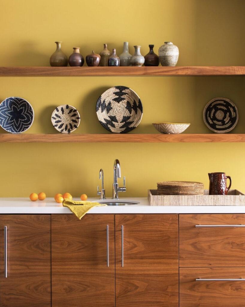 Yellow kitchen, COLOR: 'Ochre 2151-30' from Benjamin Moore, IMAGE: via @benjaminmoore