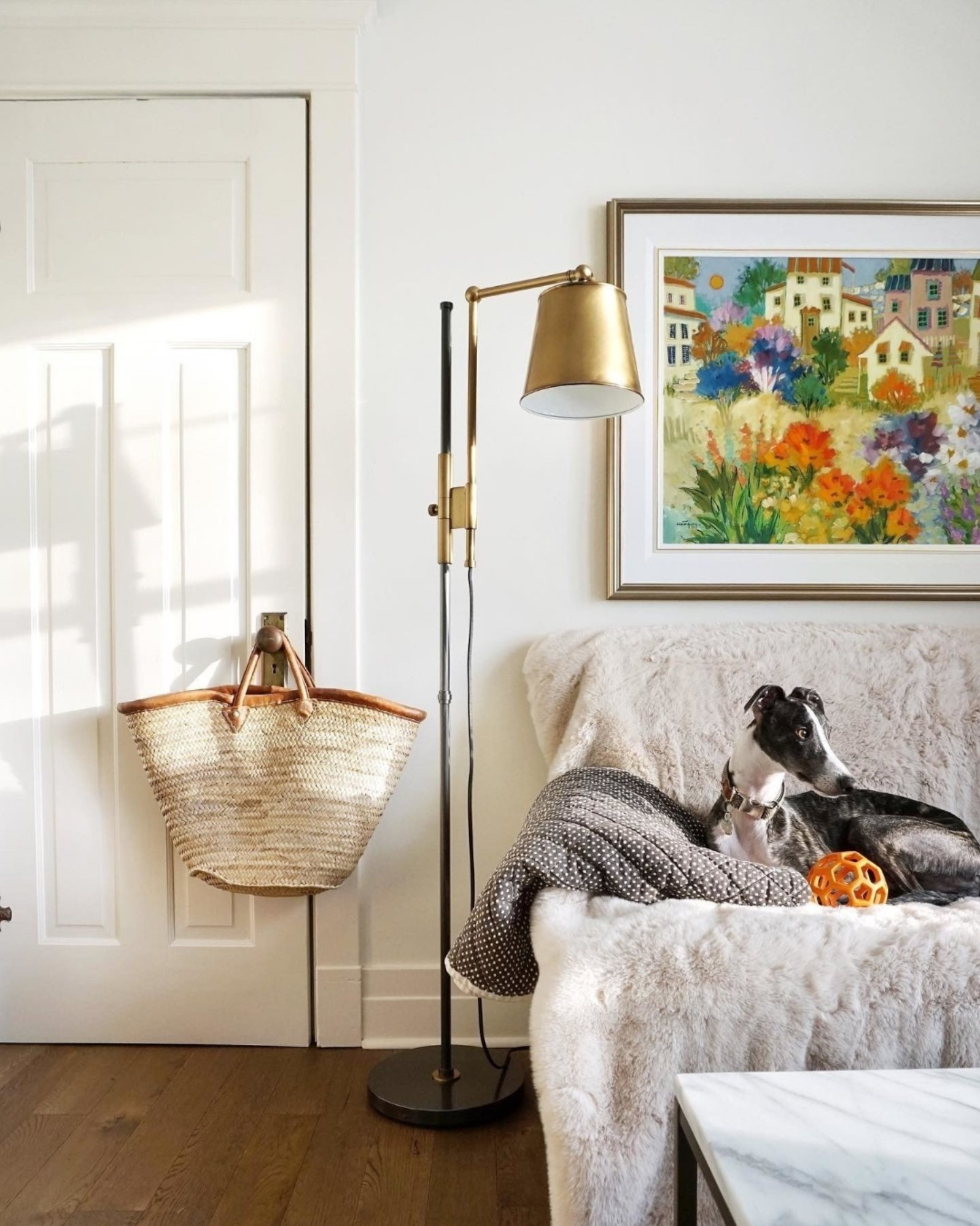 Best Warm White Paint Colors - Farrow and Ball - IMAGE: by @anneinfashion via @tuxedothewhippet feat. paint color 'Pointing' from Farrow and Ball