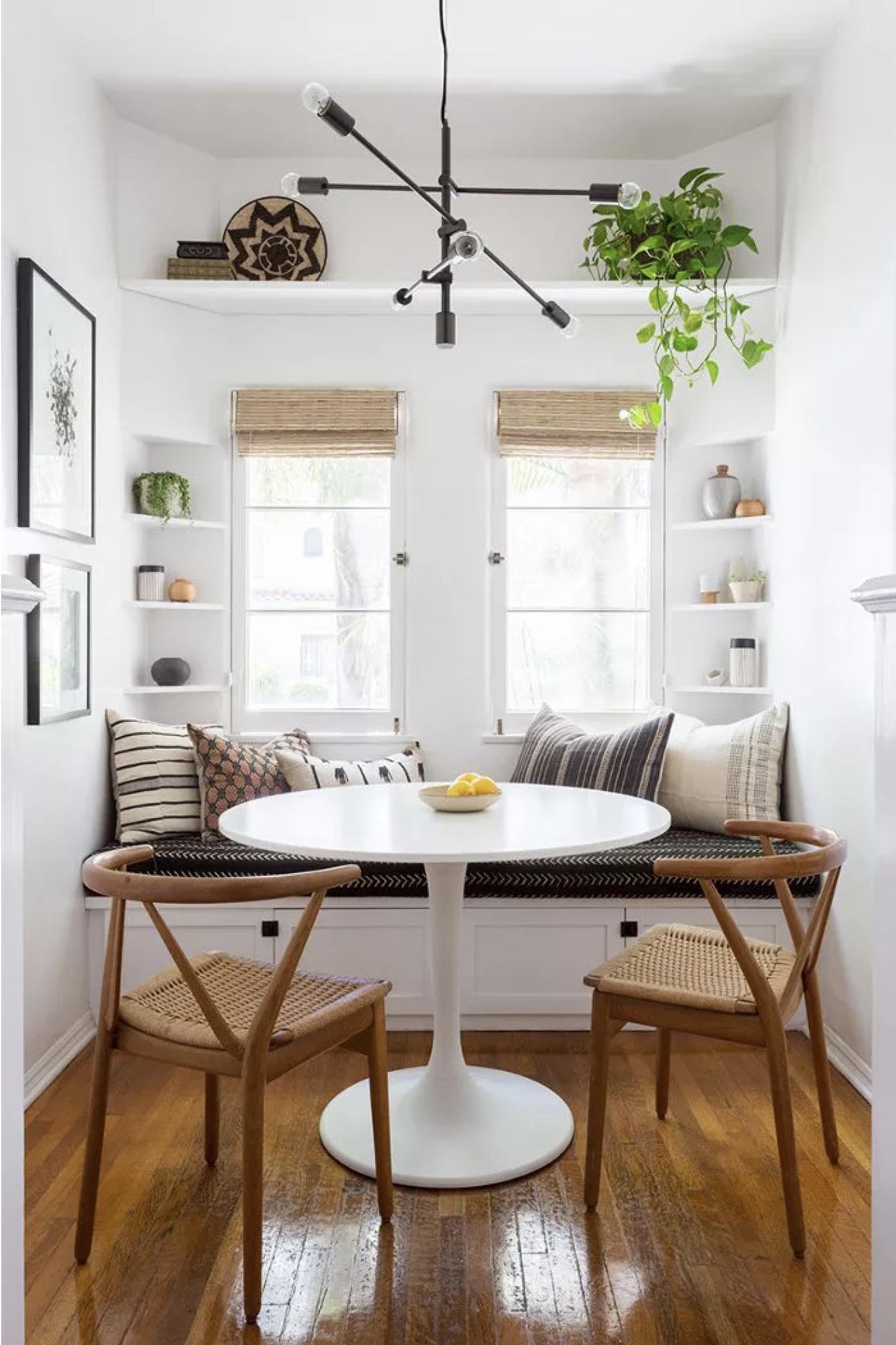 Best Warm White Paint Colors - Benjamin Moore - IMAGE: by Amy Bartlam, Design: Katie Hodges via MyDomaine feat. paint color 'Simply White' from Benjamin Moore