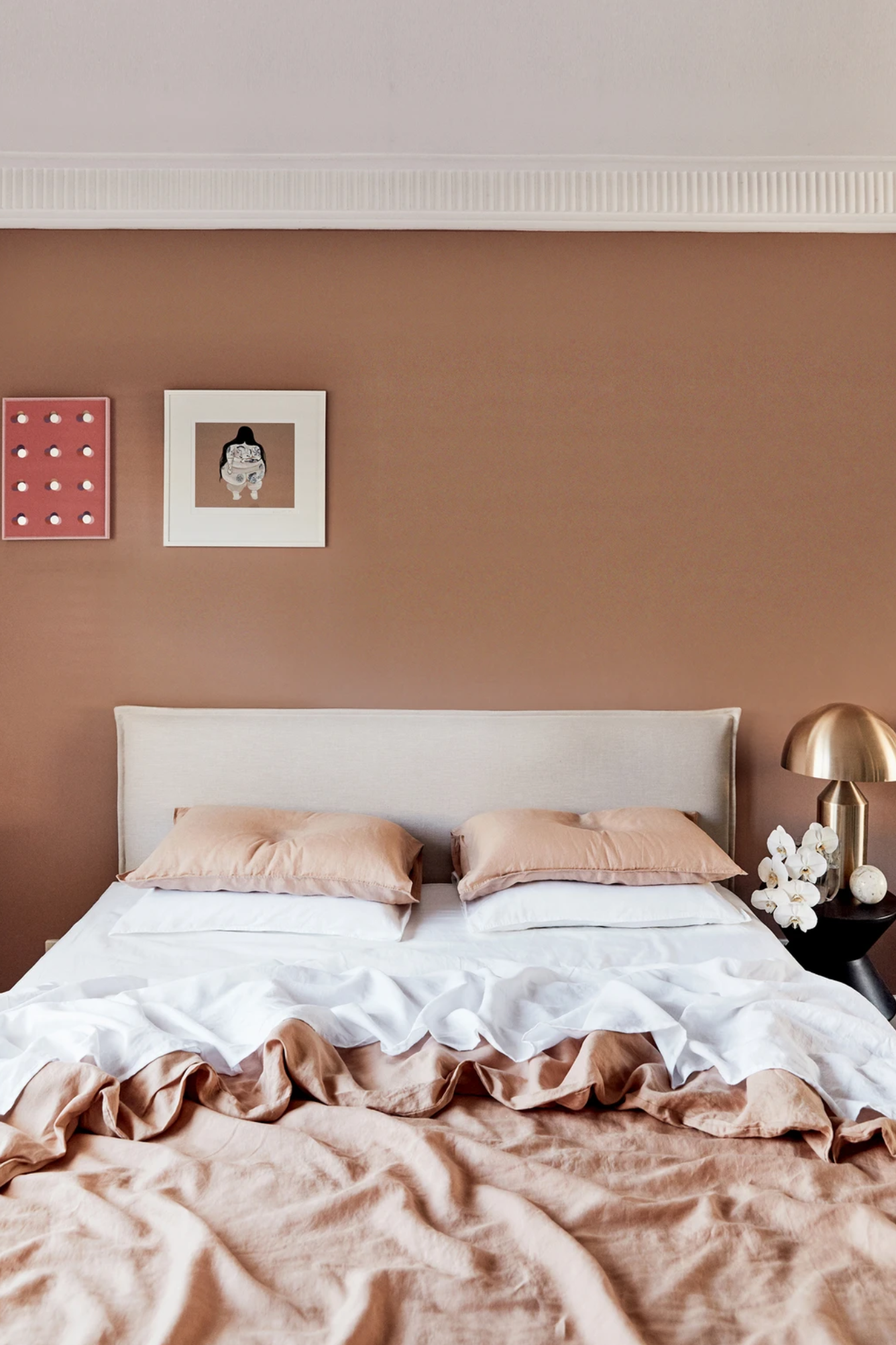 EARTH TONES: Terracotta Bedroom Ideas and Paint Colors - Image via Bed Threads, Photo by @alanalandsberryphoto feat. paint color 'Magnitude' by Dulux