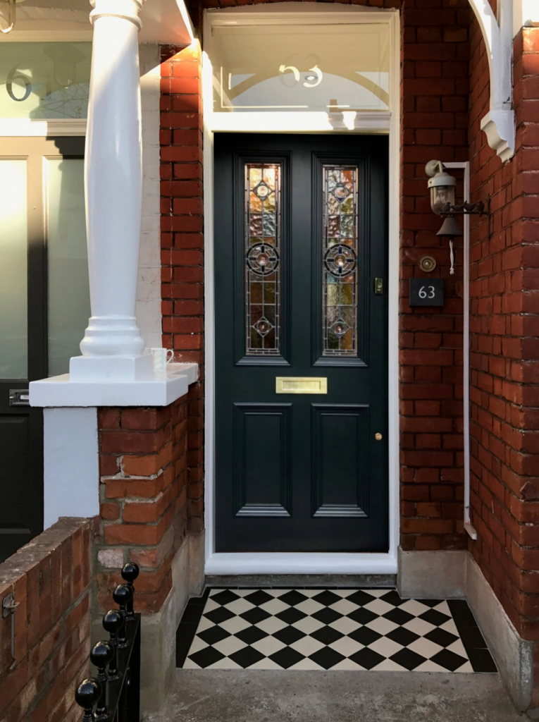 10 Popular Front Door Colors for Brick Houses - Image via The Bespoke Front Door blog, black door