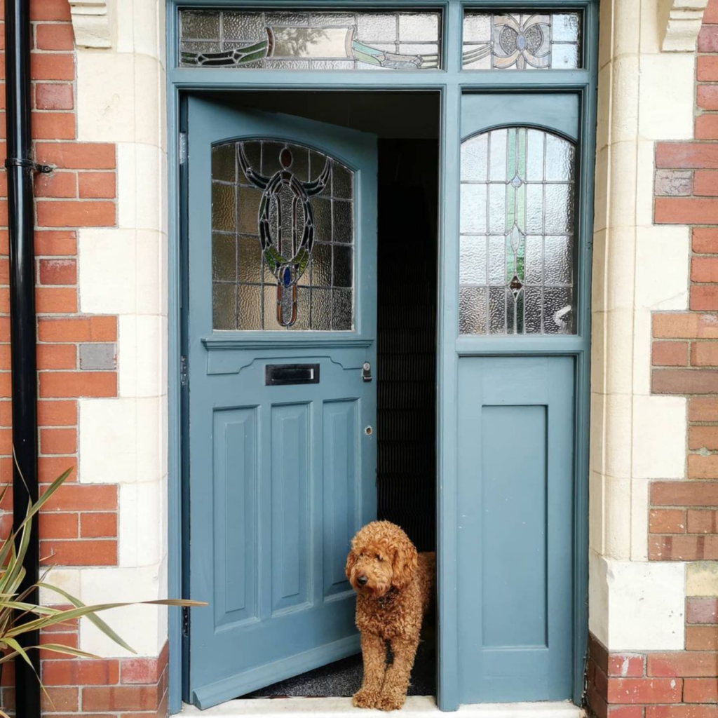 Image via @number_twentyseven feat. paint color: 'Inchyra Blue' by Farrow & Ball, blue-gray door