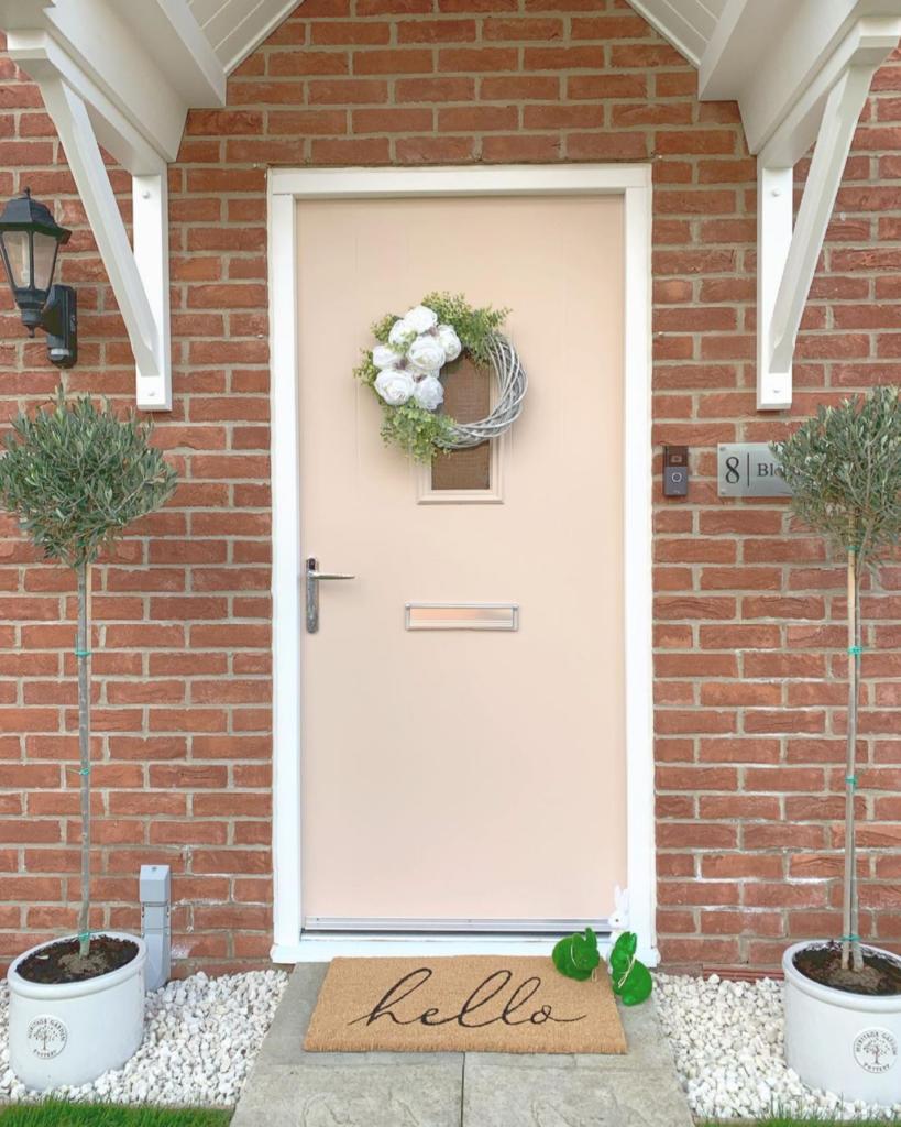 Image via @the_haddon_home, pink door