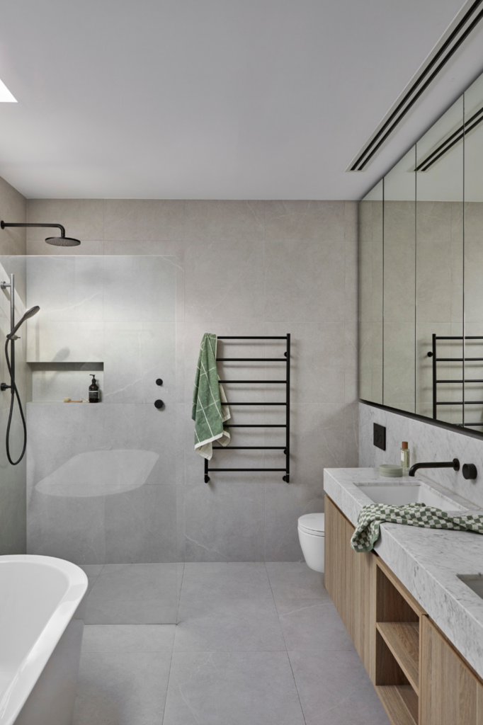 What Color Towels Work Best for Gray Bathrooms? Photo by Dave Kulesza for WALA Architects via Houzz