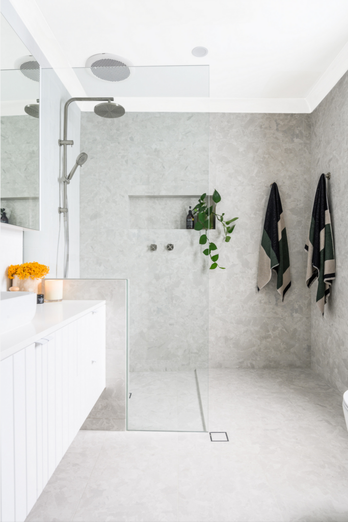 What Color Towels Work Best for Gray Bathrooms? Dark green, Photo by SilQ Interiors via Houzz