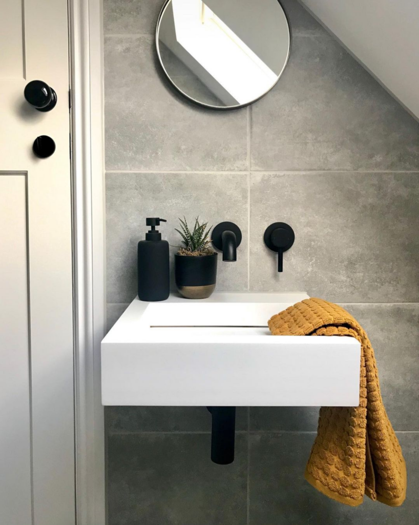 What Color Towels Work Best for Gray Bathrooms? Mustard yellow - Image via @my_midcenturymakeover