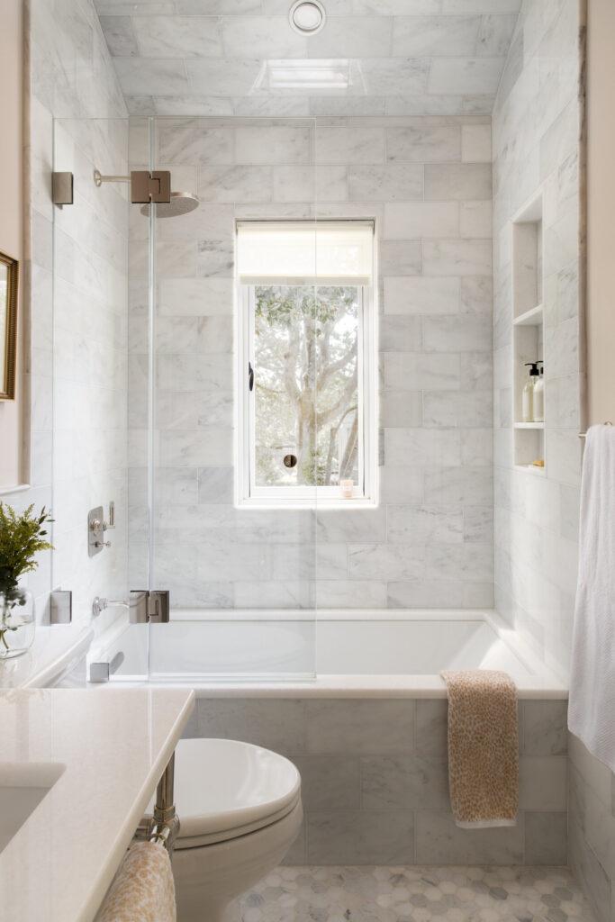 Photo by Jenn Verrier via Zoë Feldman Design, marble and gray bathroom ideas