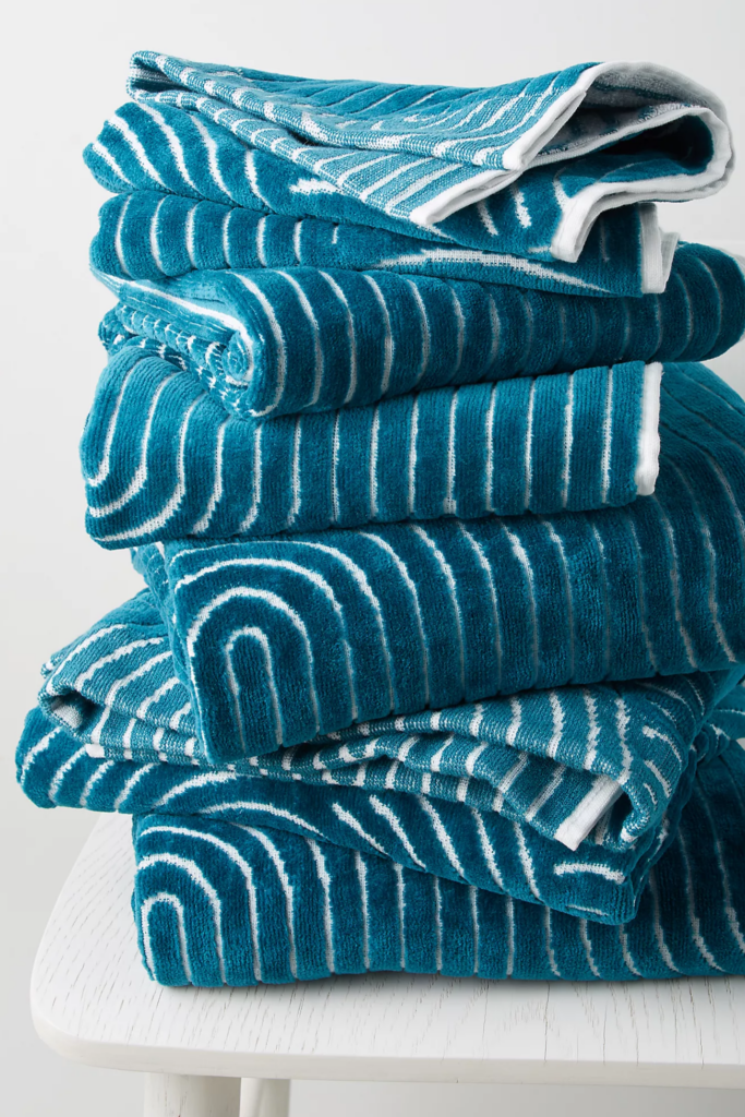 What Color Towels Work Best for Gray Bathrooms? Textured deep turquoise bath towel via Anthropologie
