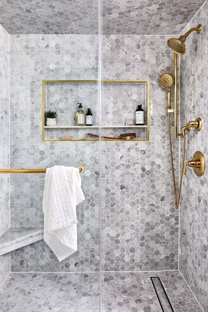Photo by Stacy Zarin Goldberg via Zoë Feldman Design, gray hexagonal marble tiles, gold/brass tapware and fixtures