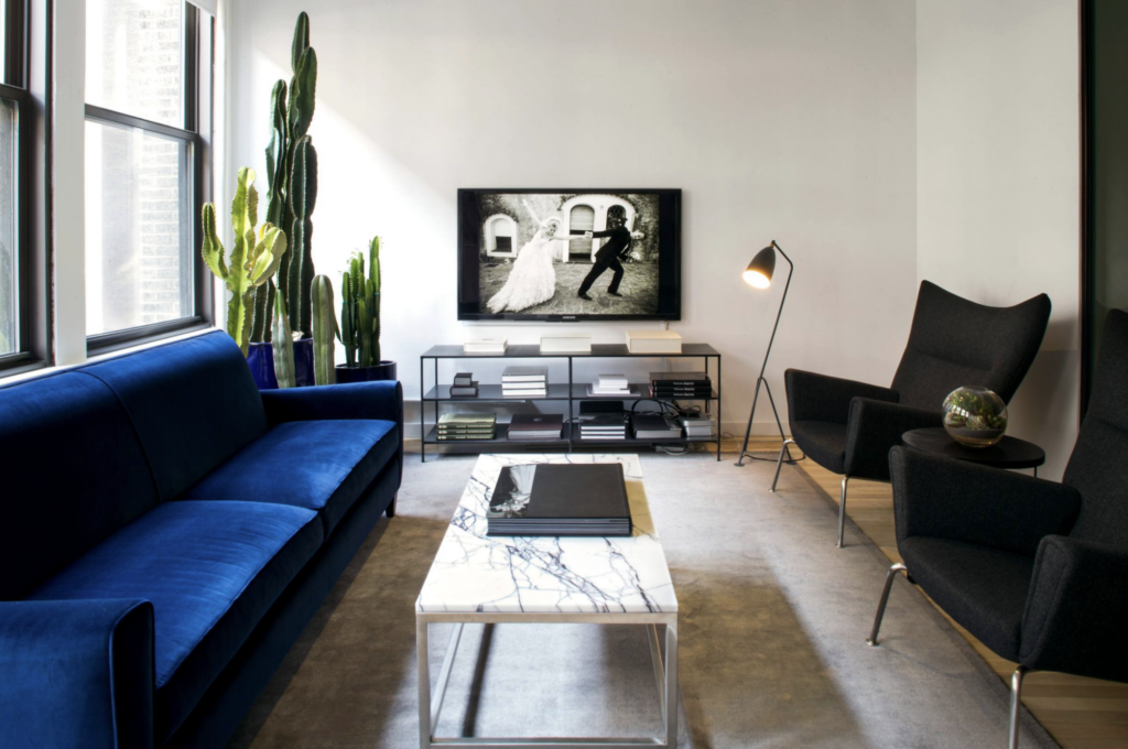 20+ Modern Console Table Ideas for Under Your Wall-Mounted TV feat. Photo by Atelier Armbruster via Houzz