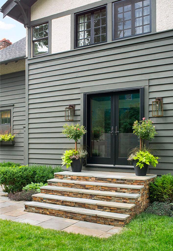 15+ Sage Green House Ideas with Black Trim - IMAGE: Via Jacqueline Fortier