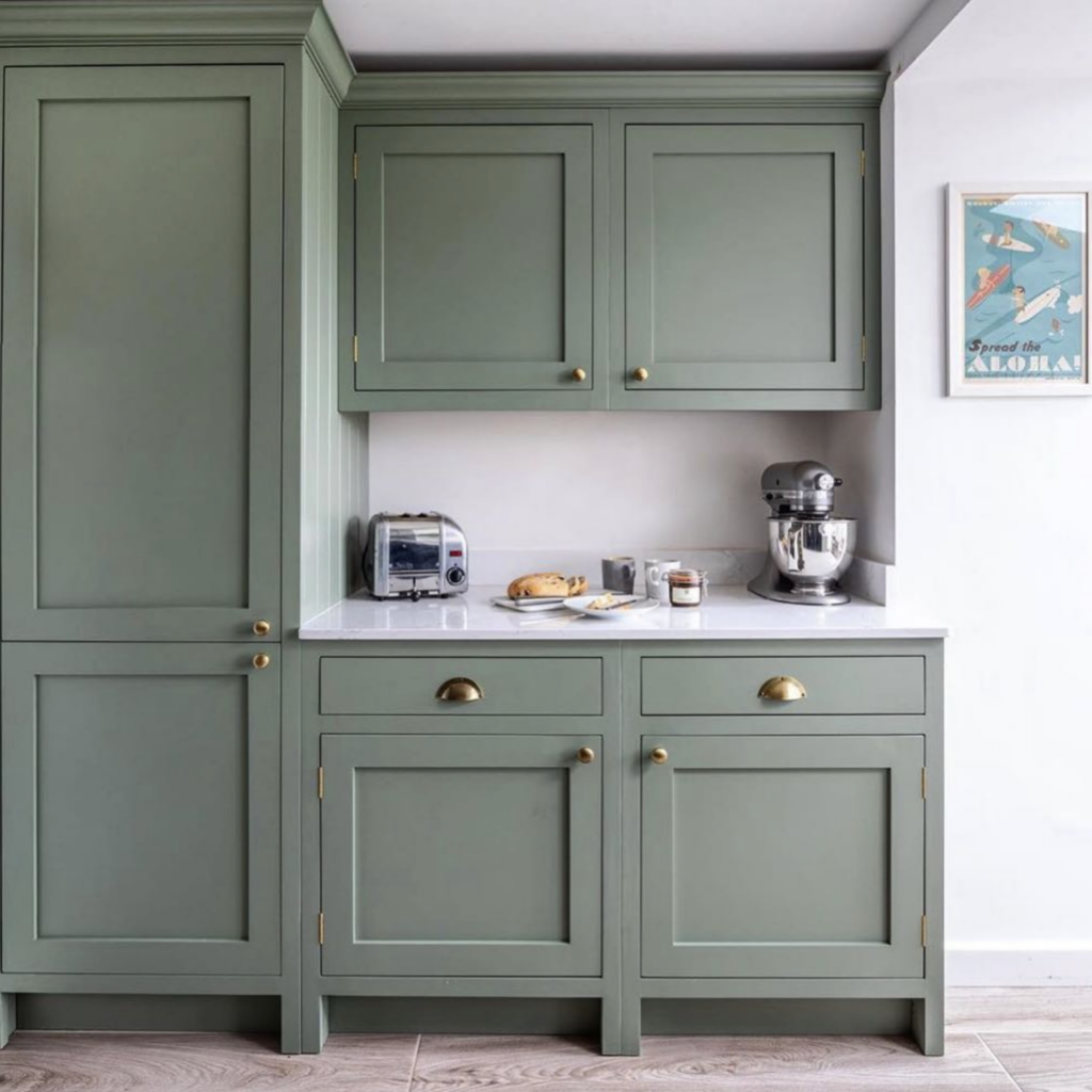 IMAGE: via@fifteentwelveinterioron Instagram, Photography by@lukonic_photography feat. paint color 'Card Room Green' by Farrow and Ball