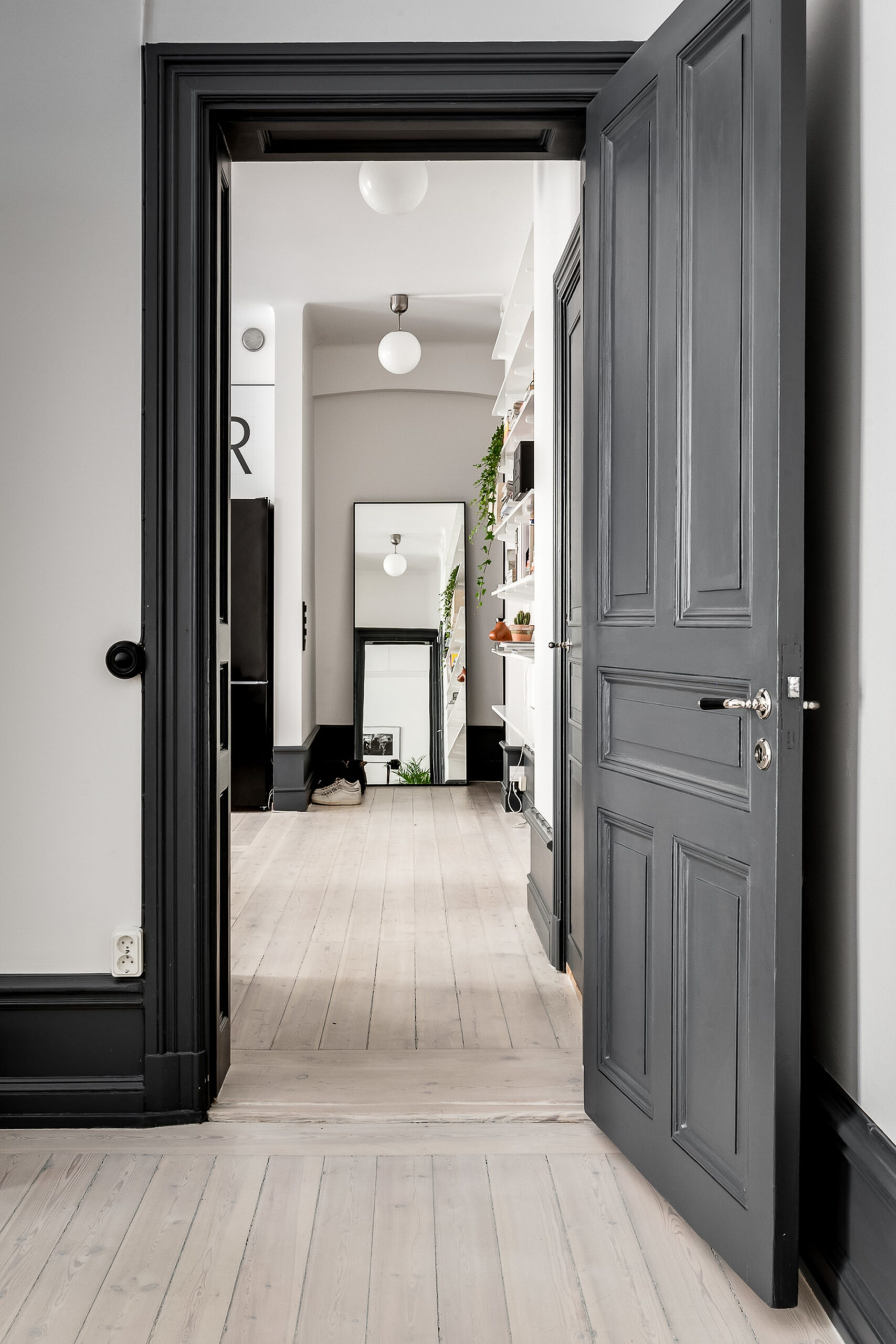 10 Colors That Go With Charcoal Gray Walls - Photo by Alexander White via Coco Lapine Design