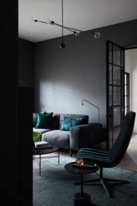 10 Colors That Go With Charcoal Gray Walls - Image via Mim Design