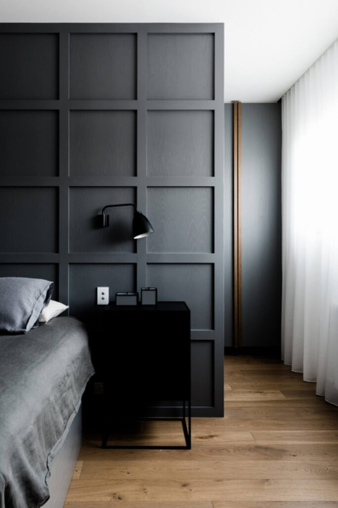 10 Colors That Go With Charcoal Gray Walls - Image via Est Living